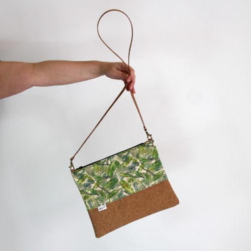 bolso de mano vegano con correa